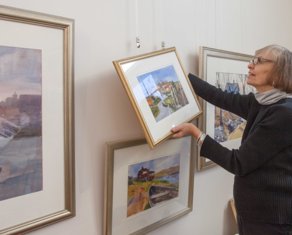 gallery owner demonstrates Gallery System